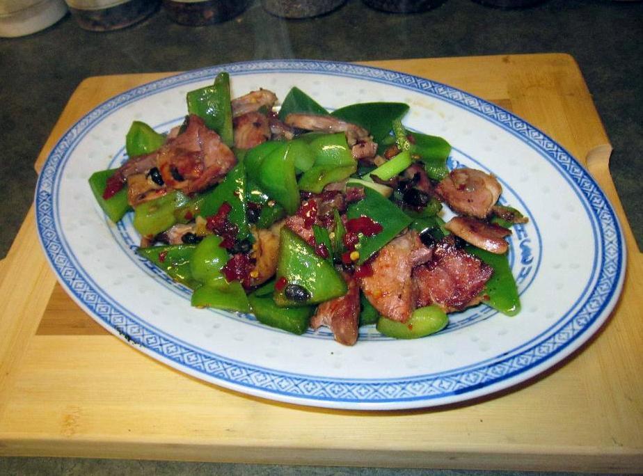 Hunan Style Smoked Ham Hock - 湖南香辣火腿