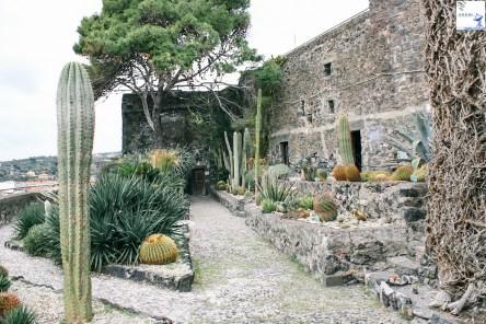 W miasteczku Acicastello
