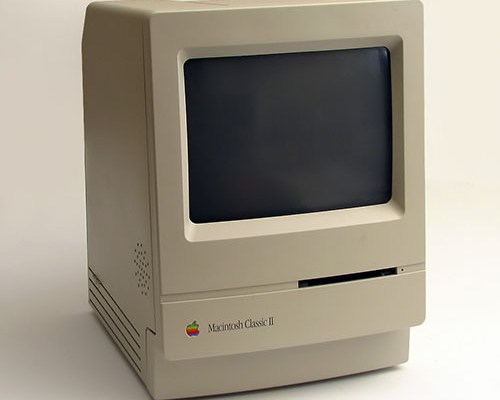 Macintosh Classic 2. Photo by Danamania https://commons.wikimedia.org/wiki/User:Danamania