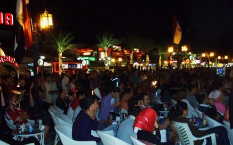 Alle var samlet foran storskjermer, da Egypt spilte mot Algerie, og tapte!