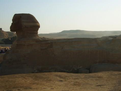 Sfinksen, med løvekropp og menneskehode.