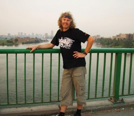 Nilen renner mot havet under meg!