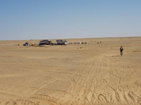 Men nå er det tilbake til teltlivet i en ørken camp!
