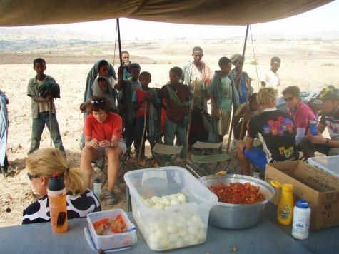Spesielt å spise lunsj i ørkenen foran øynene på etiopiske barn!