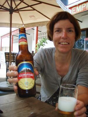 Hilde mener at kun de som har vært på toppen kan drikke Kilimanjaro!