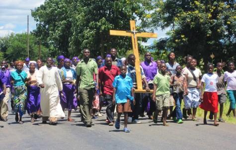 Påskeprosesjon 1. påskedag på landsbygda i Malawi!