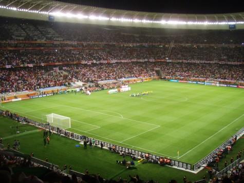 Nasjonalsangene spilles og England og Algerie er klare for kamp!