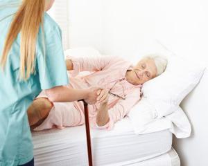 Операция при переломе бедра целесообразность хирургического вмешательства возможные осложнения и последствия