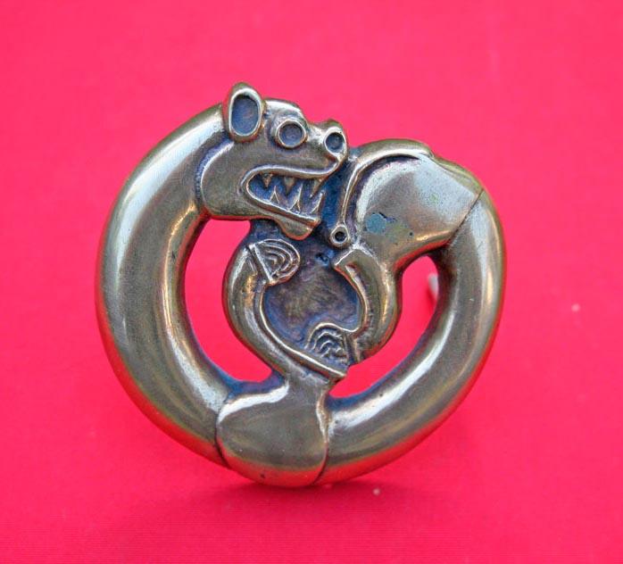 ... Le résultat, chien en bronze inspiré d'un modèle mongol