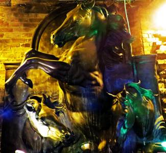 Bronze statue at the Stables Market