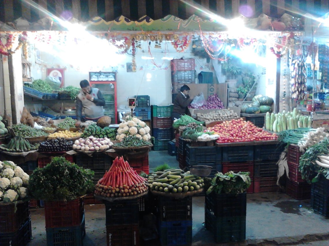 DELHI MARKET BY NIGHT