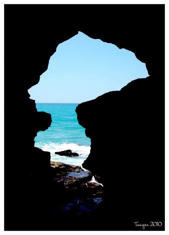 La grotte d'Hercule, symbole de l'ombre vers la lumière.
