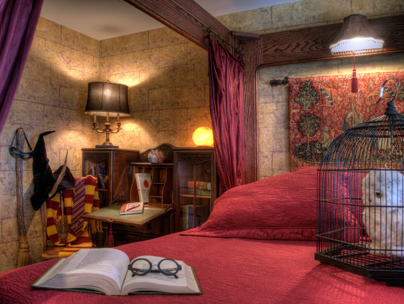 Sylvia Beach Hotel website photo of J. K. Rowling room