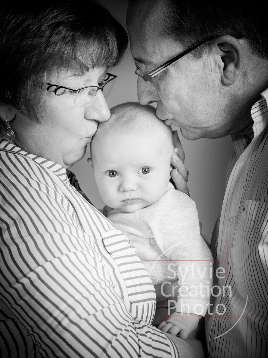 bapteme LL-32 portrait enfant 2 an sylvie création photo photographe portraitiste grand parents