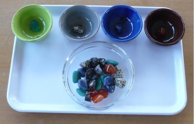 Développer motricité fine avec Montessori