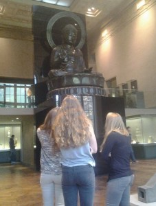 Les élèves dans le musée.