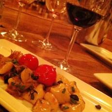 Gnocchis à l'agneau braisé, olives séchées et tomates confites