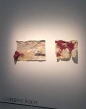 Continent rouge, 2011 - papier feuillet dAtlas, couture machine au fil de coton rouge, huile - présenté par Claudine Papillon