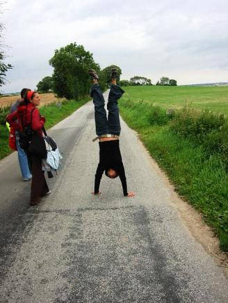 Knee problem? No problem. Isabel walks to the village at Lyø