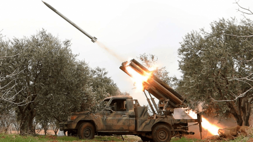 """""""أنصار التوحيد"""" يقصف مقر العمليات الروسي في كفرنبل جنوبي إدلب"""