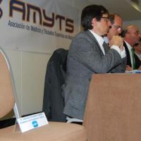 La silla de Cifuentes se queda vacía en el debate de la sanidad madrileña