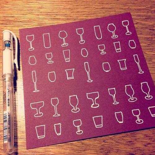 シンプルな絵を並べてみるのも楽しい。SIGNOのホワイトペンで。