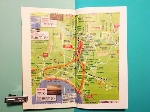 スケッチジャーナルの中身:鎌倉駅で手に入れた地図を切り抜いて貼る(鎌倉)