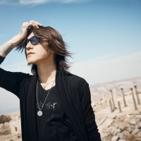 [:en]SUGIZO will be holding his first live steaming concert ' LIVE STREAMING FROM TOKYO EPISODE I ~RE-ECHO TO COSMIC DANCE〜' at 7:30pm on October 14th. [:]