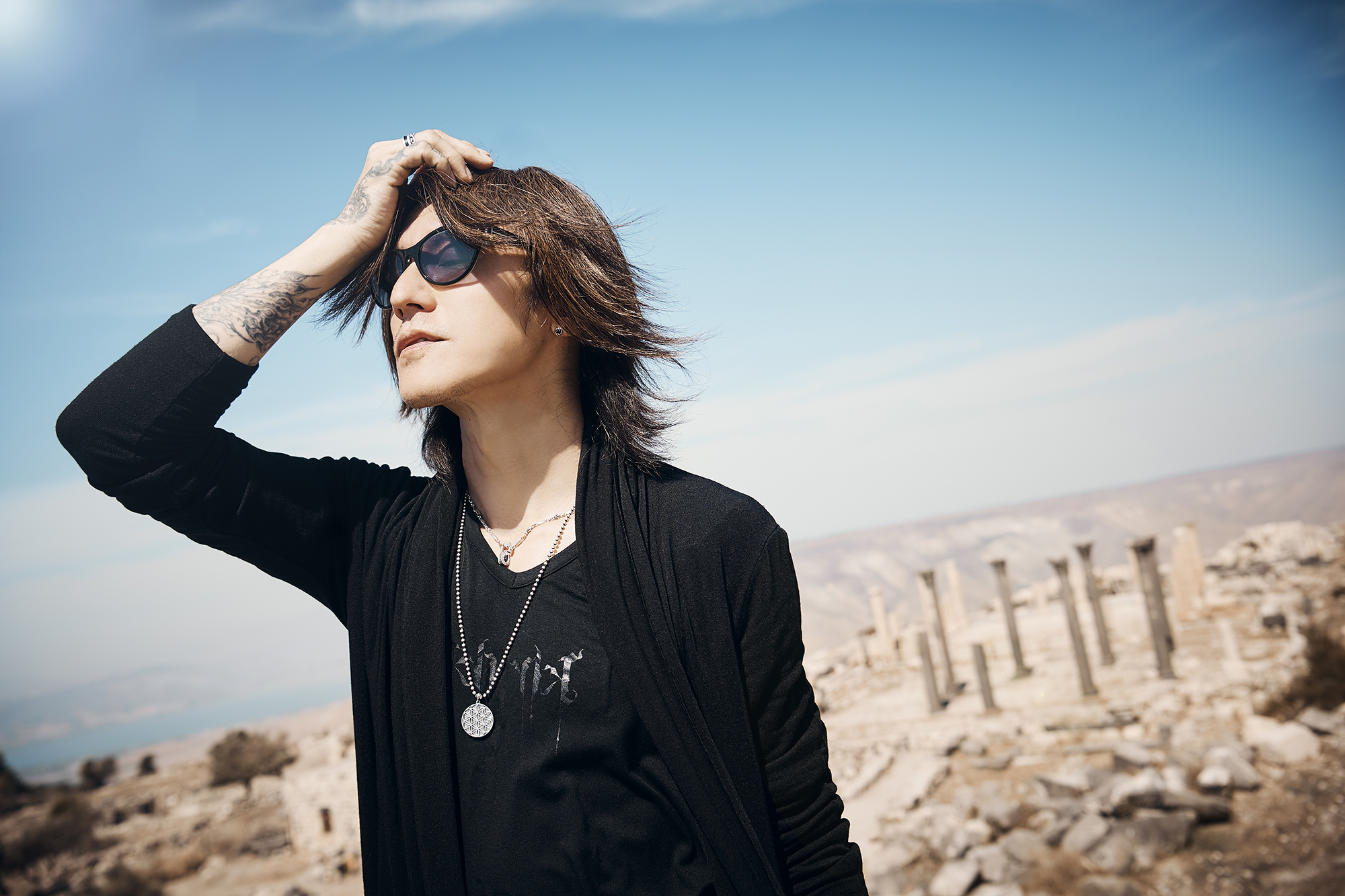 SUGIZO will be holding his first live steaming concert ' LIVE STREAMING FROM TOKYO EPISODE I ~RE-ECHO TO COSMIC DANCE〜' at 7:30pm on October 14th.