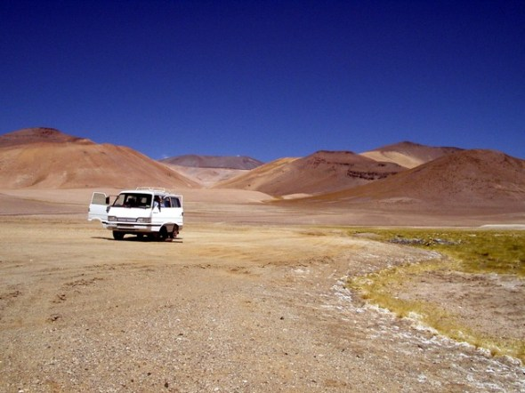 VW bus in the Atacama PDI via Pixabay