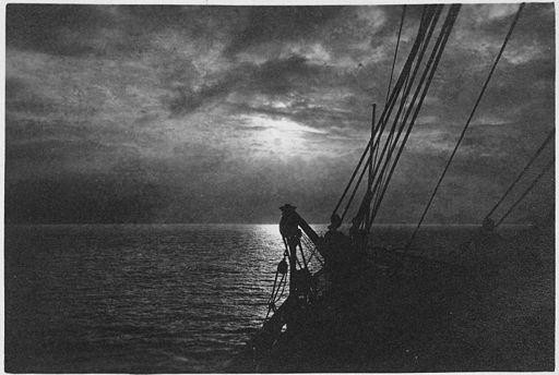 512px-Silhouette_of_ship_at_sea_at_night,_near_Ketchikan,_Alaska._-_NARA_-_297805