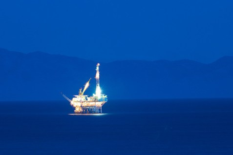 Oil Platform at Night © Mark Mitchell with CCLicense
