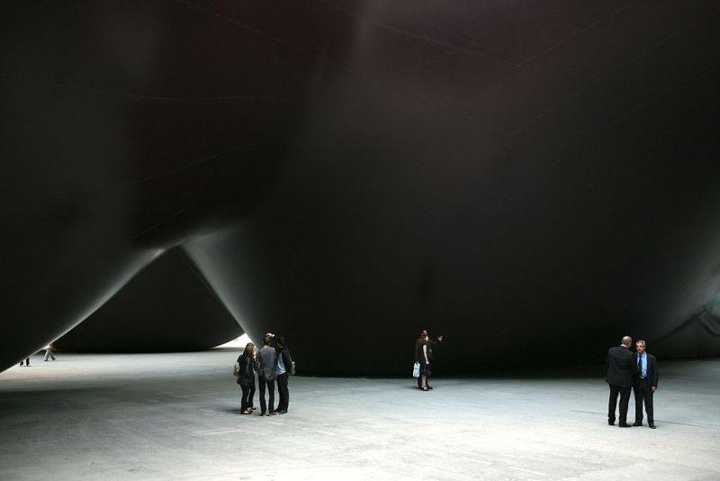 1024px-Paris,_Grand_Palais,_Monumenta_2011,_Anish_Kapoor_-_-_Léviathan_-_(5714520858).jpg