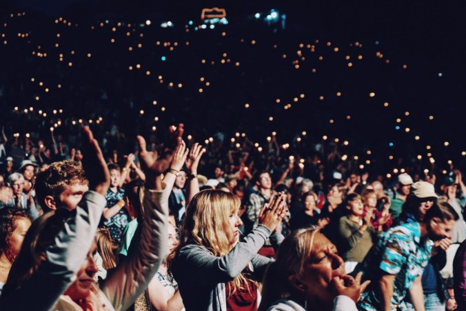 applaud_audience_cheering_concert_crowd_event_experience_lights-914452