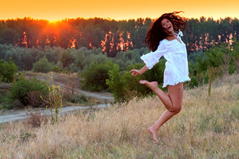 barefoot_beautiful_beauty_carefree_content_dress_field_foliage-923702