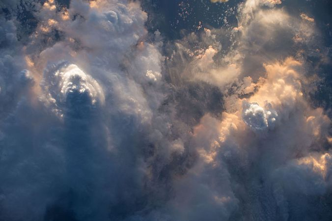800px-ISS-46_Storm_clouds_above_the_Indian_Ocean