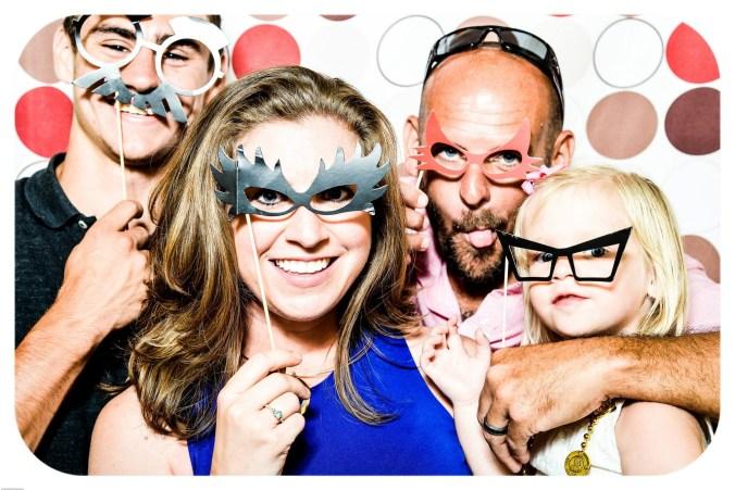 friendship-lifestyle-brand-fun-friends-happy-sunglasses-glasses-selfie-party-eyewear-photomontage-cartoon-vision-care-1034868