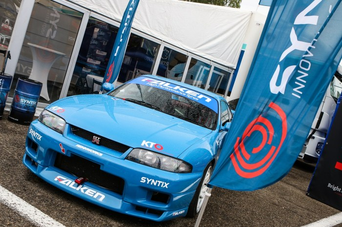 Syntix Superprix in Zolder - Supercar Challenge powered by Pirelli - Info center Syntix blue Nissan GTR - Syntix Innovative Lubricants