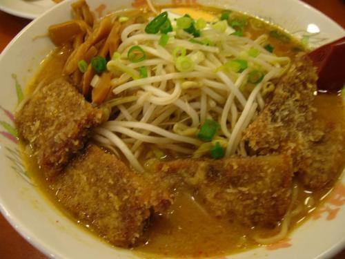 豚太郎南国バイパス店の味噌カツラーメン大盛り