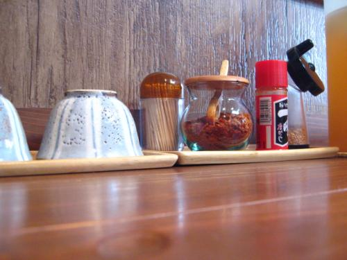 麺鄙屋 テーブル