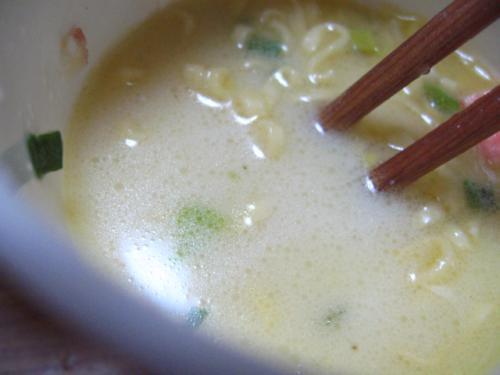 日清濃いミルクシーフードヌードル スープアップ