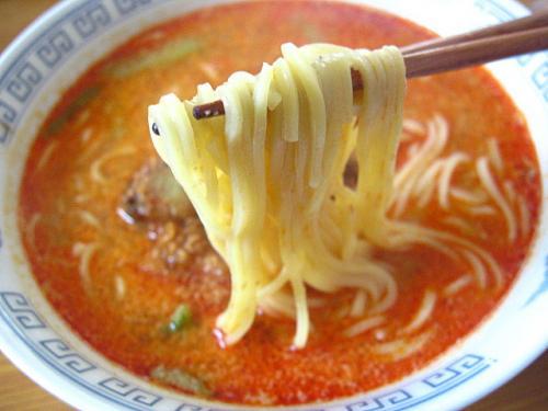 日清GooTa炎の辣椒担々麺辛口芝麻醤味 麺アップ