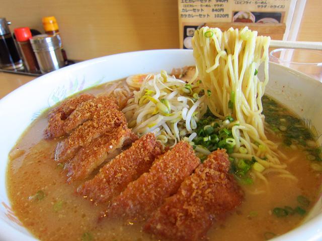 ラーメンの豚太郎 大津店 みそカツラーメン(大盛) 麺あっぷ