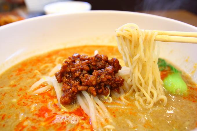 四川料理チャイナ長江の担々麺の麺