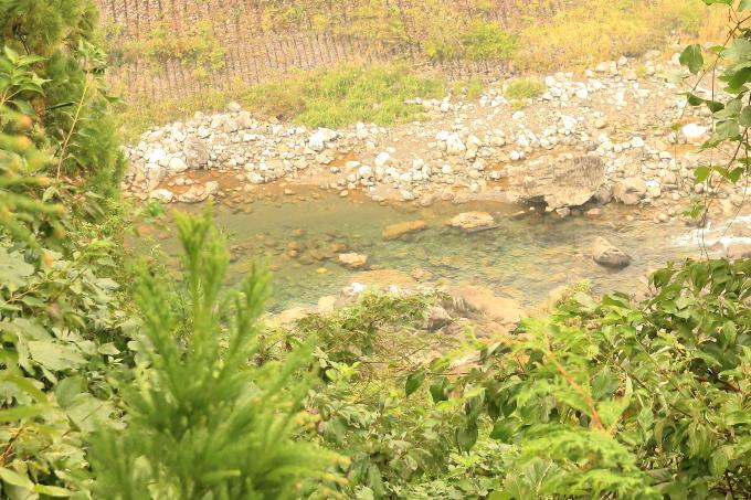 永瀬ダム、香北町側の物部川、水が綺麗!