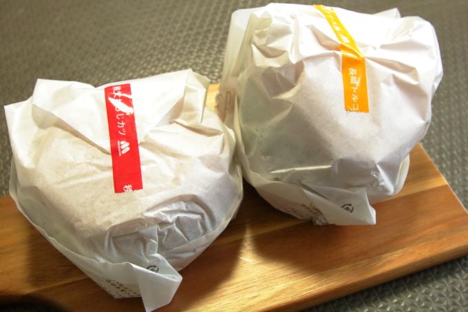 「秩父わらじカツバーガー」と「長崎トルコライス風バーガー」のパッケージ
