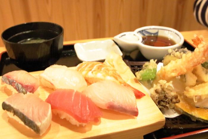 海鮮食堂マルトモ今治イオン天ぷら握り定食