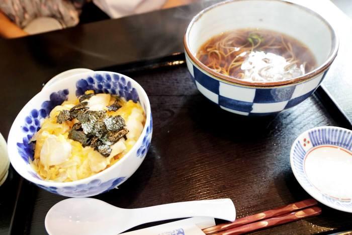 高知市鴨部 おく実庵 親子丼 かけ蕎麦
