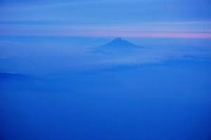 夕暮れ時の富士山