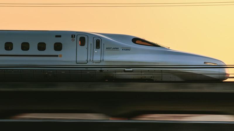 走行中の新幹線